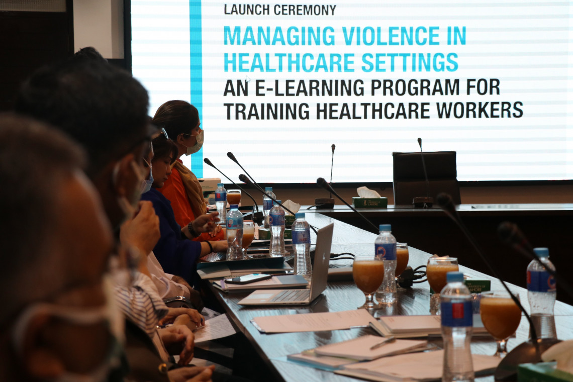 The ICRC launched an online programme, with the University of Lahore, to ensure a safe working environment for health-care workers in Pakistan.