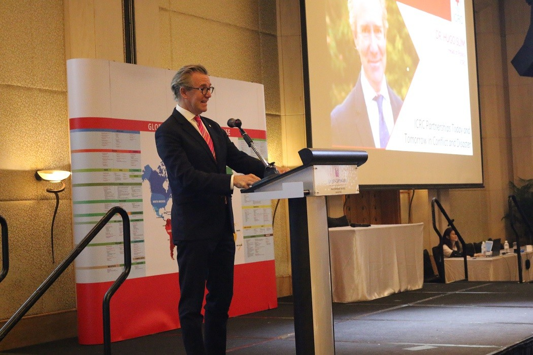 The ICRC head of policy, Dr Hugo Slim, gave a speech at the 5th Singapore Red Cross Humanitarian Conference on the theme of partnerships and volunteerism for humanity on 20 July 2019. CC BY-NC-ND / ICRC / Singapore Red Cross