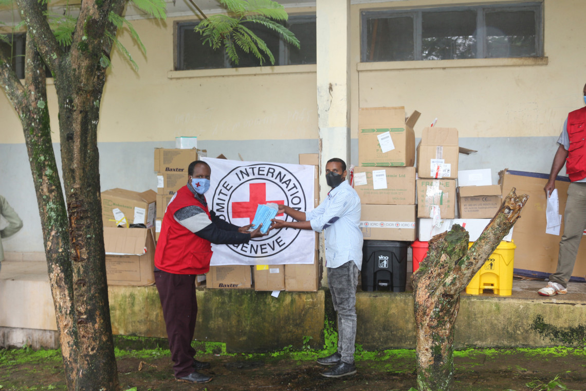 The ICRC supplied medical and non-medical items to 14 COVID-19 treatment centers established in various parts of Ethiopia