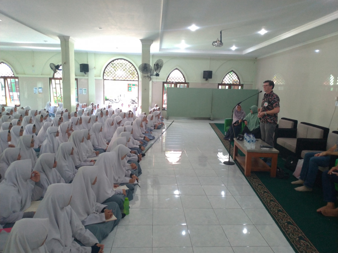 The ICRC visits Ibnu Abbas Pesantren, an Islamic boarding school for girls, in Indonesia.
