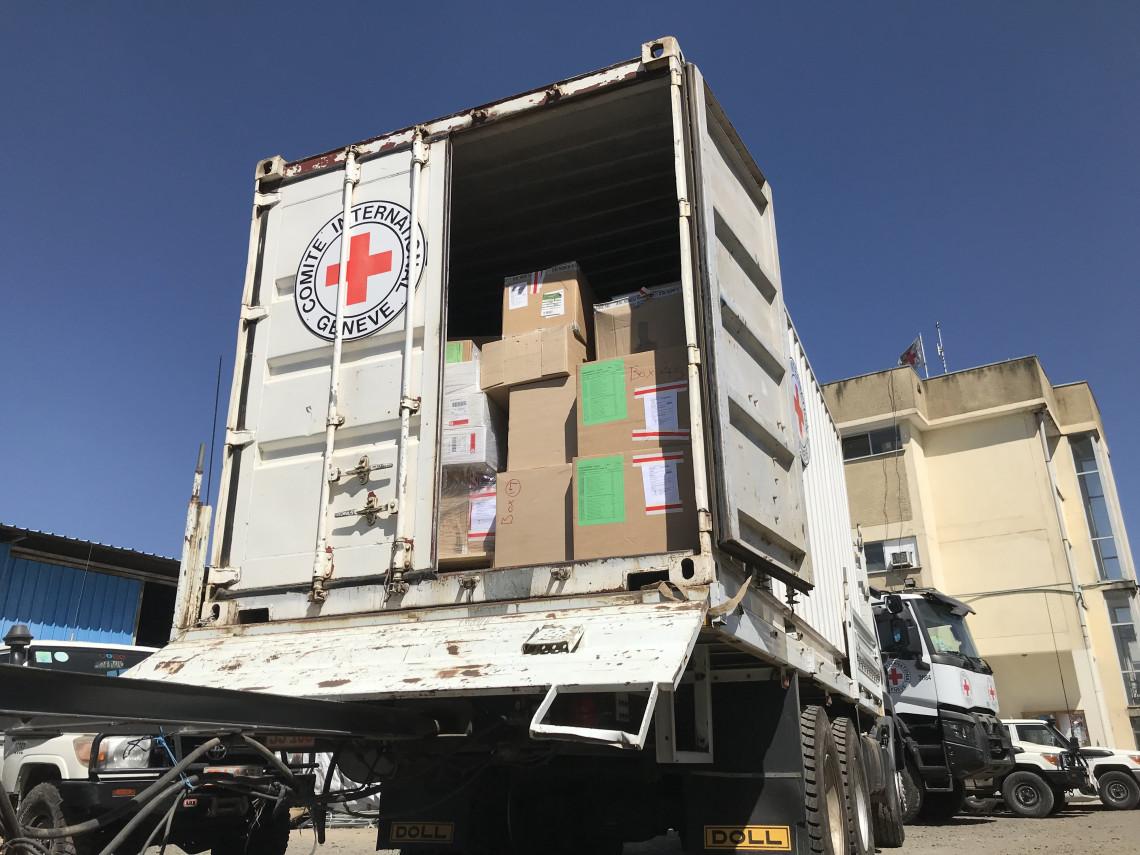 Äthiopien: Rotes Kreuz sendet Medikamente und Hilfsgüter nach Mek'ele, um lahmgelegte Gesundheitseinrichtungen zu unterstützen
