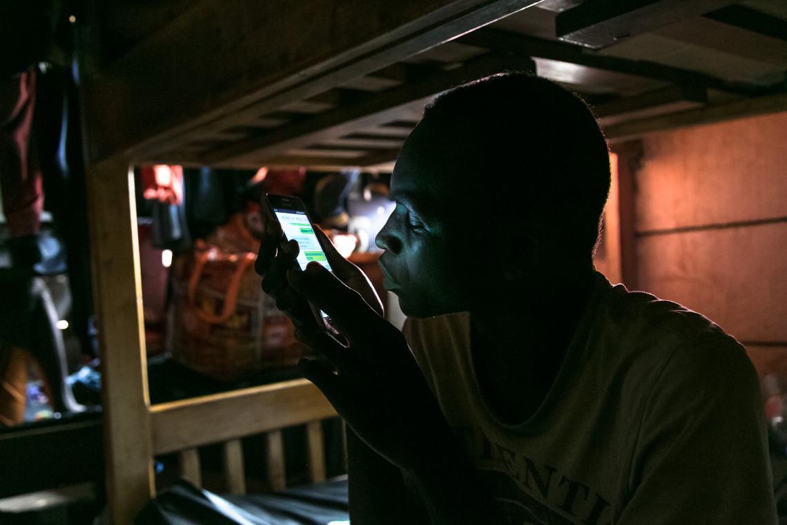 Ein Fotograf dokumentiert die Auswirkungen von COVID-19 auf die Bewohner einer Einrichtung für sehbehinderte Menschen am Stadtrand von Yaoundé in Kamerun.
