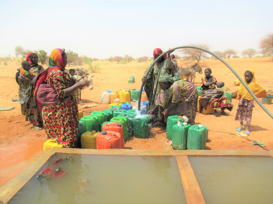 Now the women of Inabelbel can quickly fill their water cans next to their homes. Hamada O ALY/ICRC