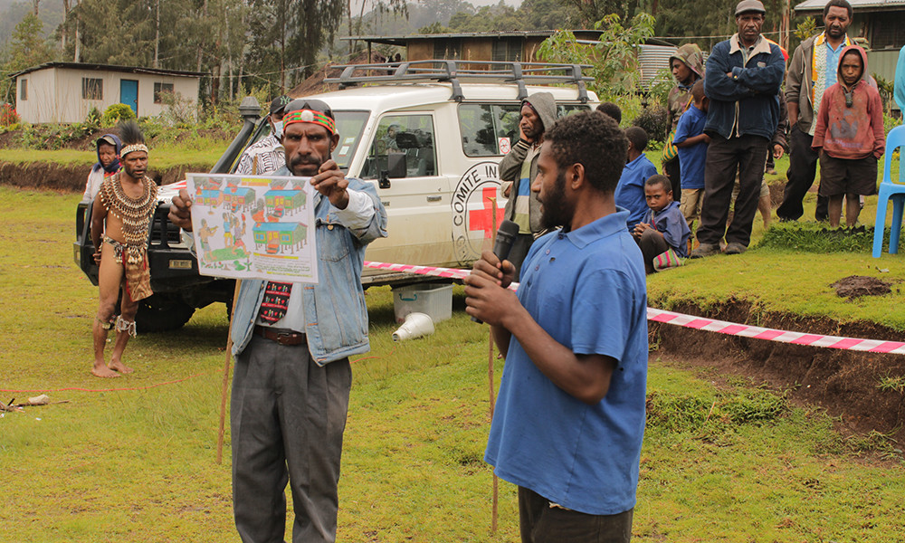 A grade 8 student at Kepalam Primary School in Enga speaking about picture he drew for a competition facilitated by ICRC. The project asked students to draw pictures showing the consequences of tribal fighting on education in the Highlands and how students want schools to be protected from tribal fights.