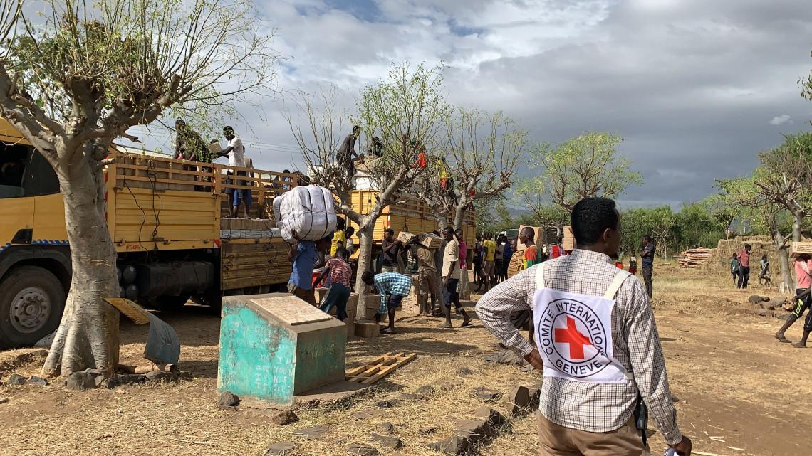 Éthiopie : le CICR et la Croix-Rouge éthiopienne apportent une aide d'urgence aux déplacés internes dans le sud du pays