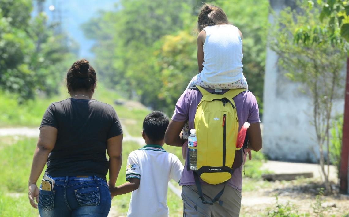 El Salvador: mural y exposición fotográfica en San Salvador sobre los retos que enfrentan las personas migrantes en su trayecto