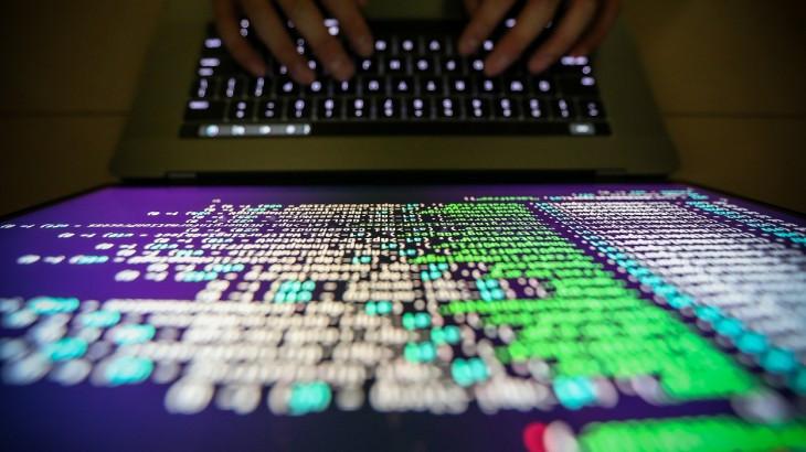 """""""武装冲突期间的网络行动并非处于'法律空白'或'灰色地带',而是受到已有国际人道法原则与规则的规制。"""""""