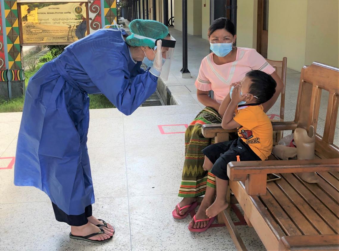 缅甸:3岁男孩的笑容点亮了我们的2020