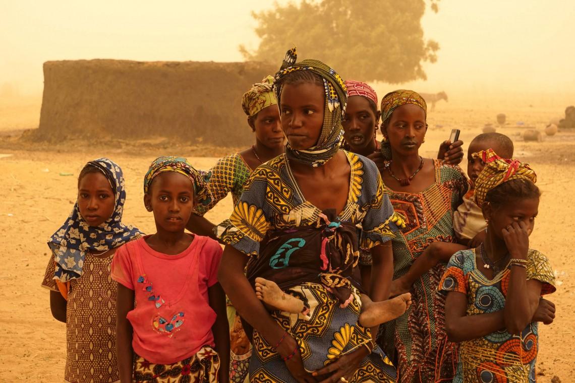 Diese betroffenen Menschen von Ogossagou sind Überlebende. Nach offiziellen Schätzungen starben mehr als 160 Menschen.