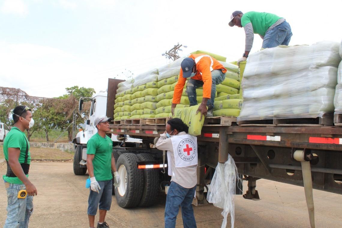 Entrega de insumos de higiene y materiales de prevención e infraestructura en los centros de detención de La Joya y La Joyita, Panamá. Foto: DGSP