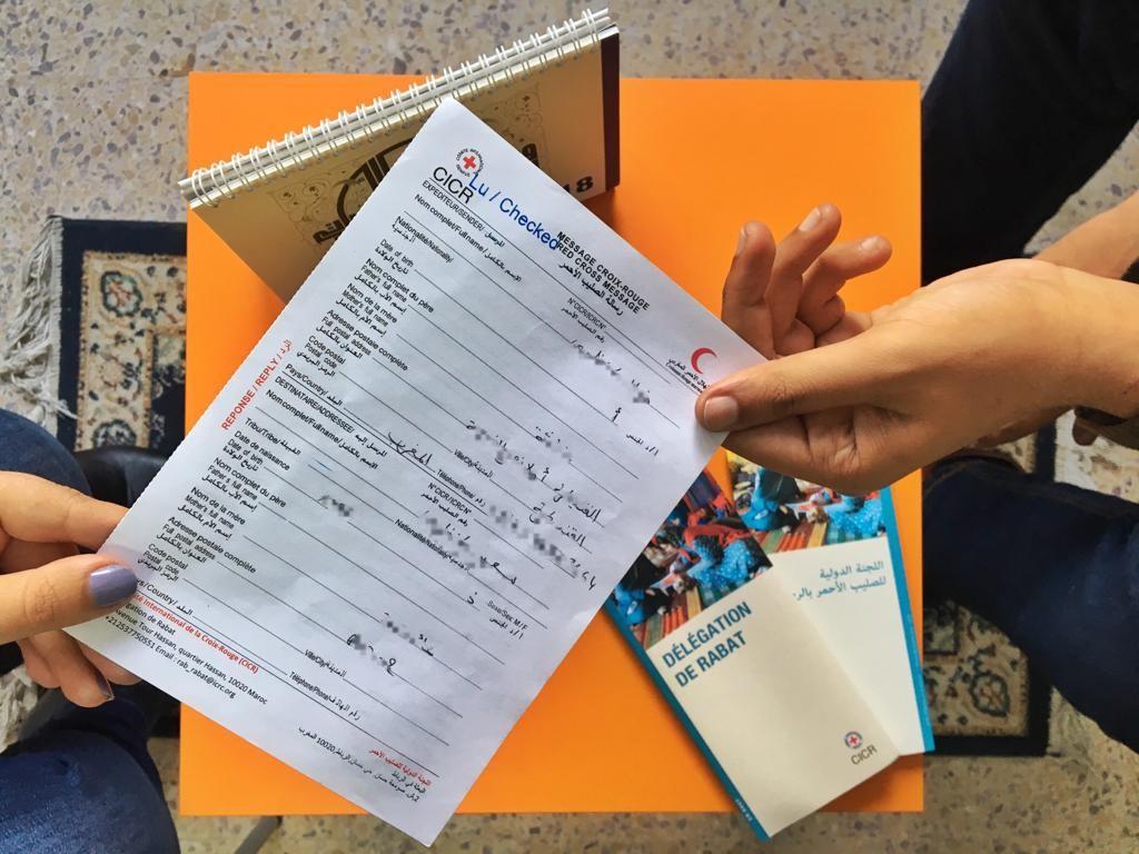 Les messages Croix-Rouge permettent à des détenus de garder le contact avec leurs proches