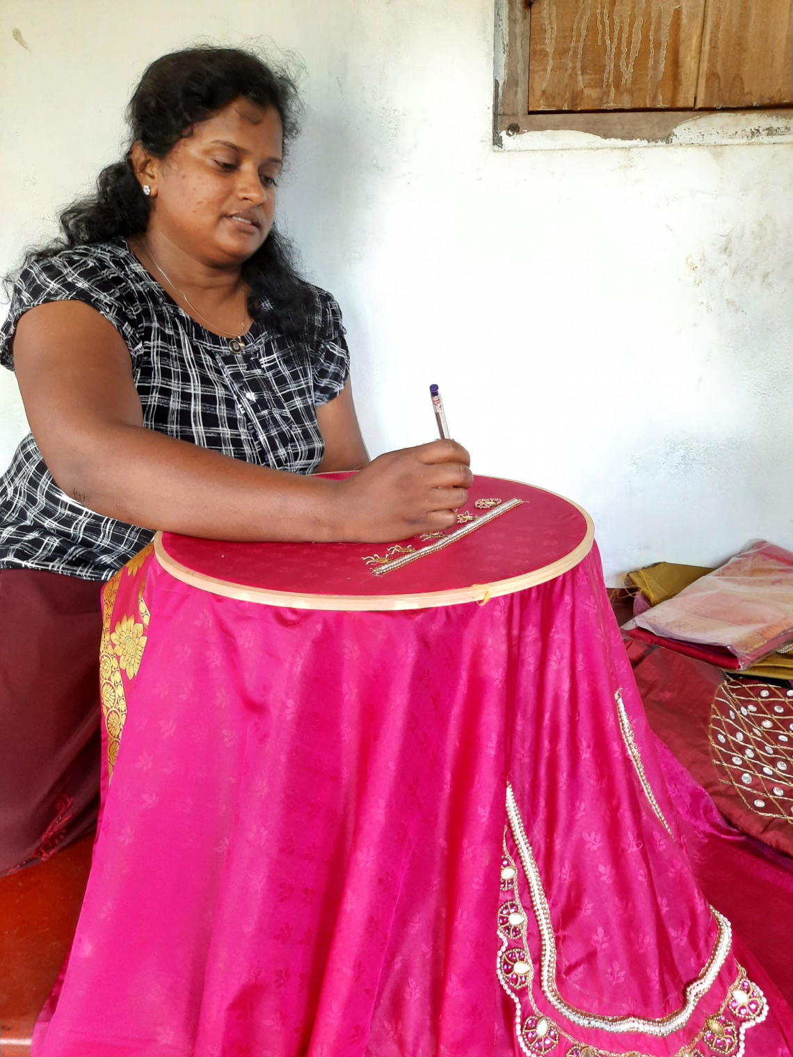 Sri Lanka: Taking on life with needle and thread