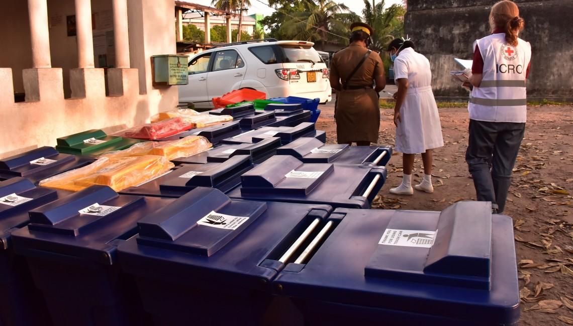 Verteilung von Hilfsgütern durch das IKRK in Sri Lanka