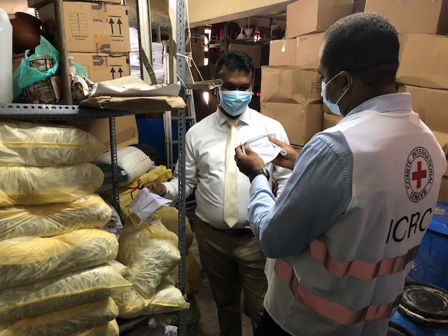 Sri Lanka representative of Ministry of Health in charge of Prisons Health services, shows the ICRC Detention Doctor the re-usable masks produced by the Prison Industry with the materials donated by ICRC