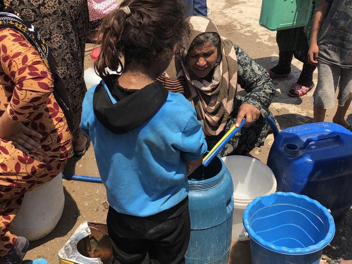 A Hassakeh, le transport de bidons d'eau est une scène courante et une tâche quotidienne pour les enfants. Natalie Bekdache/CICR