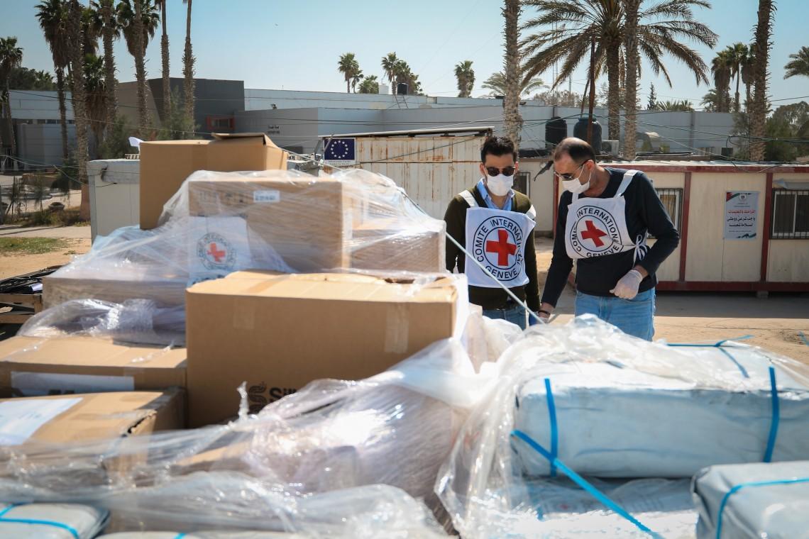 Das IKRK verteilt medizinische Hilfsgüter in Gaza