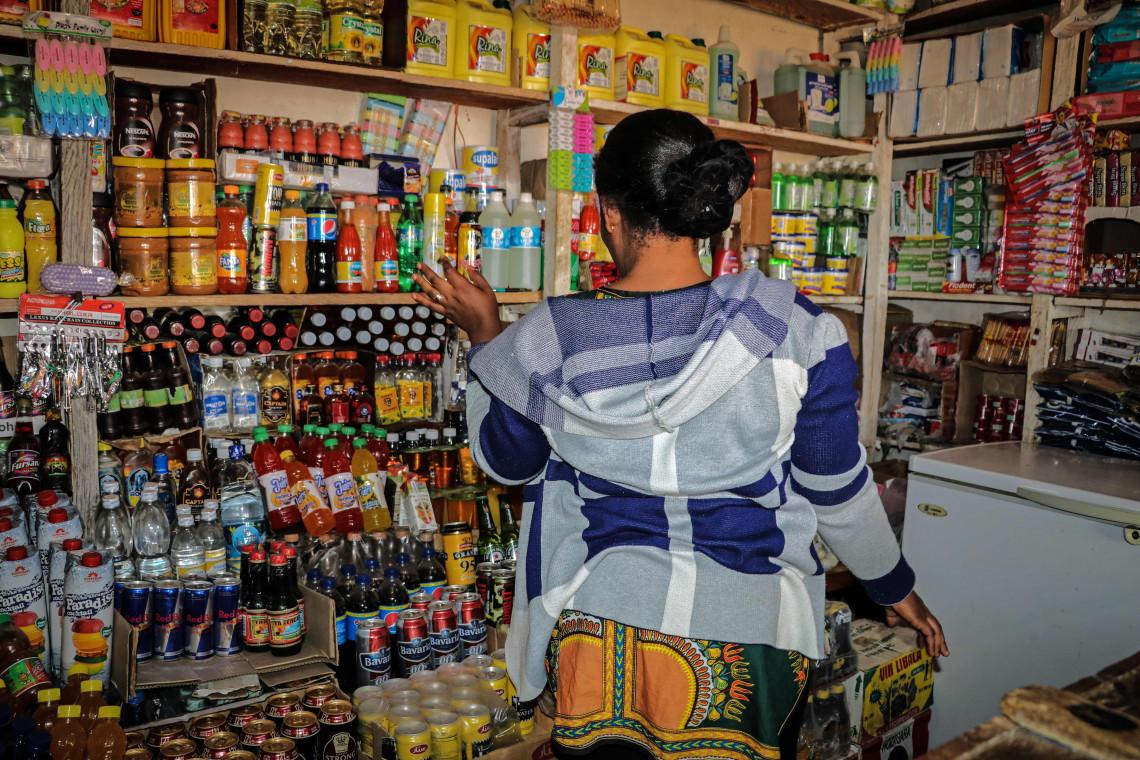 Honorine dans son épicerie. Albert Nzobe / CICR
