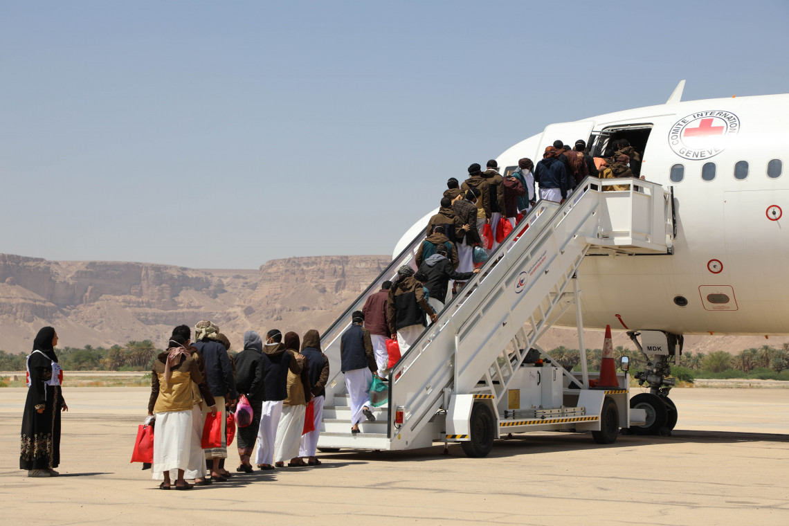 Former detainees wait to board the plane in Seiyun - ICRC/Abdellah Alhebshi
