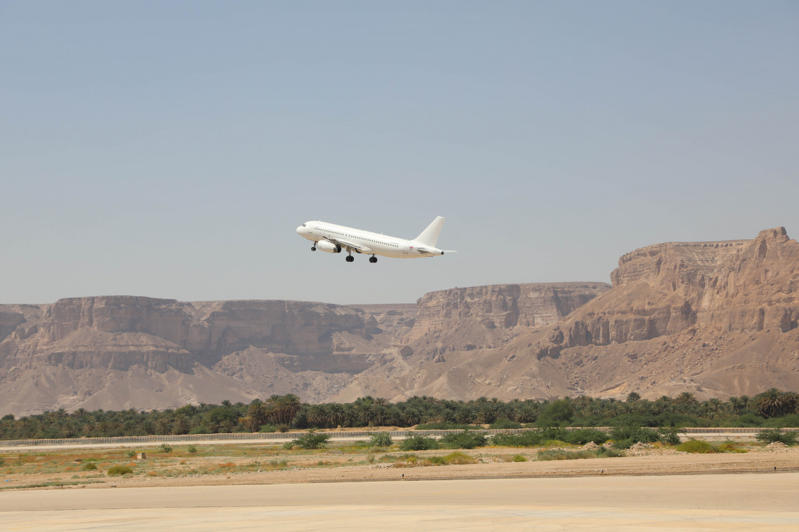 A plane takes off from Seiyun airport - ICRC/Abdellah Alhebshi