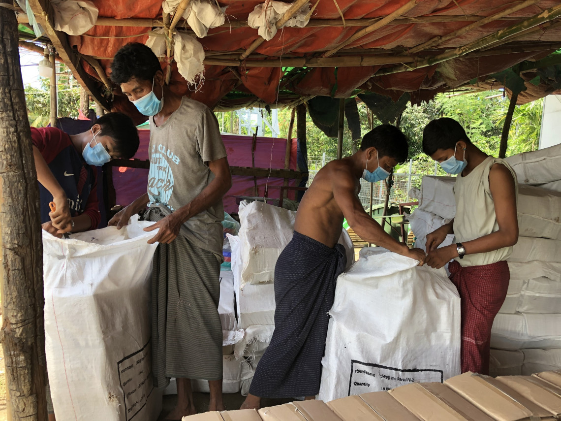 In addition to food rations, clothes, blankets and other essential household items, our teams have actively been conducting COVID-19 prevention and education sessions with families living in temporary sites in Rathedaung.