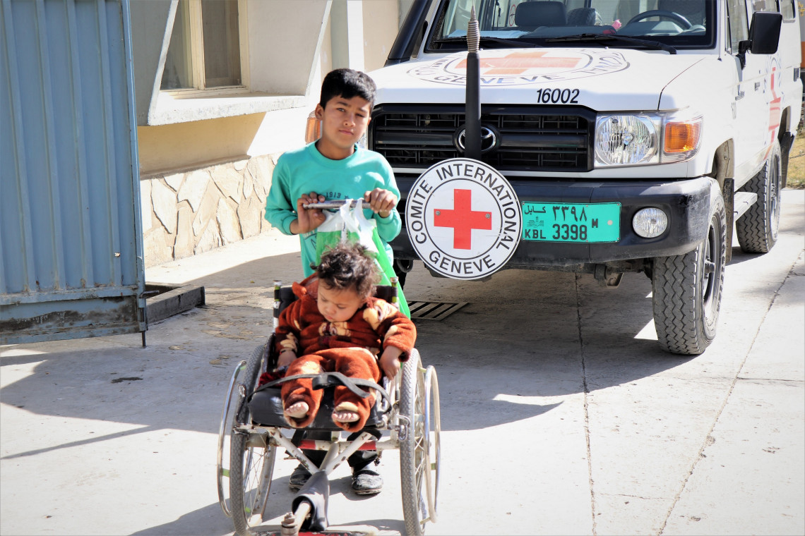 A child with young carer waiting to be seen at the ICRC's orthopaedic centre in Kabul. Photo: Mohammad Masoud Samimi / ICRC