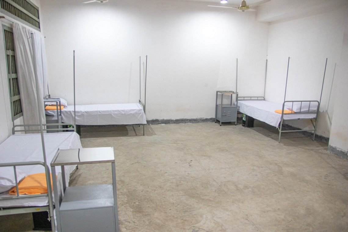 Isolierstation mit 70 Betten für Häftlinge und Personal im Zentralgefängnis von Keraniganj. S. HOSSAIN/IKRK