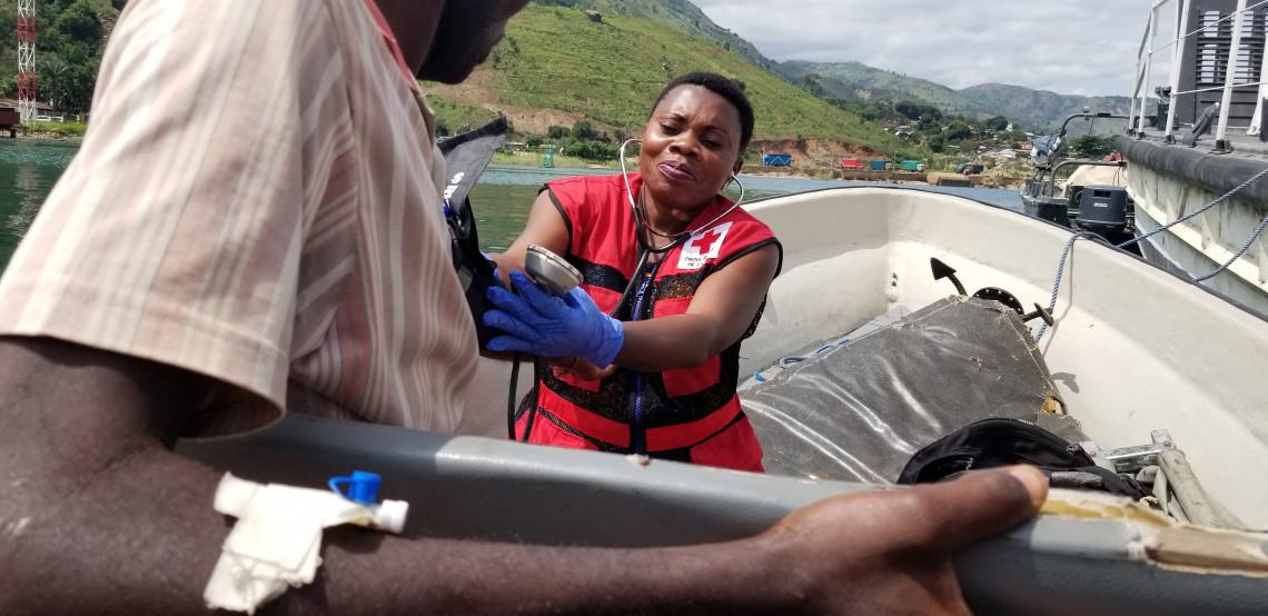 Les évacuations de blessés par balle ou arme blanche se font avec le soutien de la Croix-Rouge de la République démocratique du Congo.