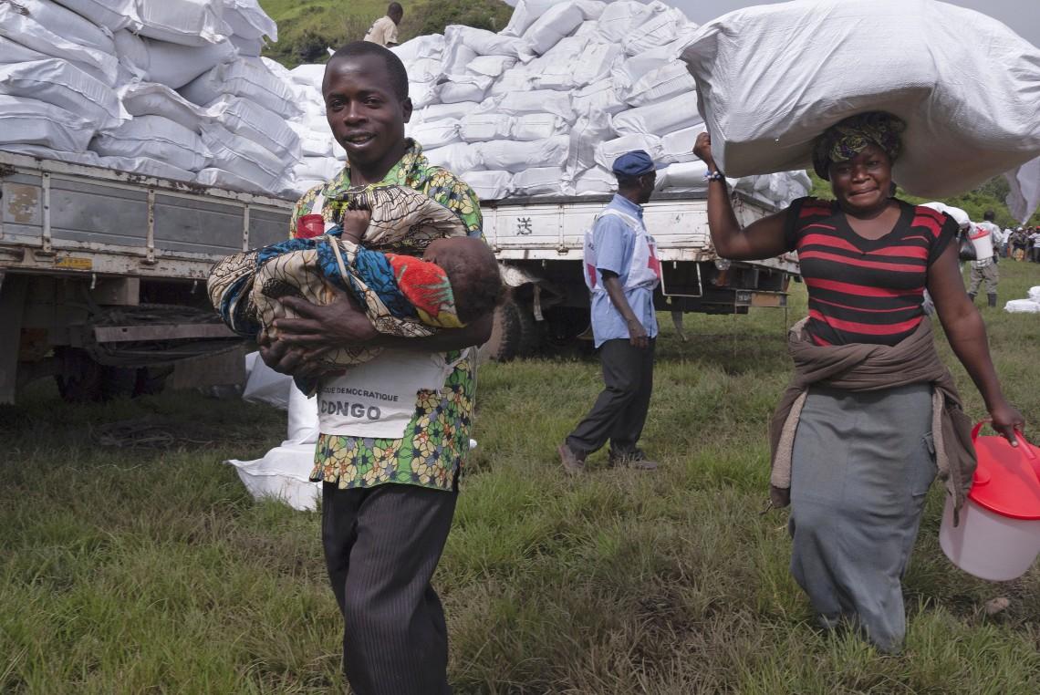 De nombreuses personnes doivent régulièrement fuir les affrontements armés et survivre comme elles peuvent. Didier Revol/CICR