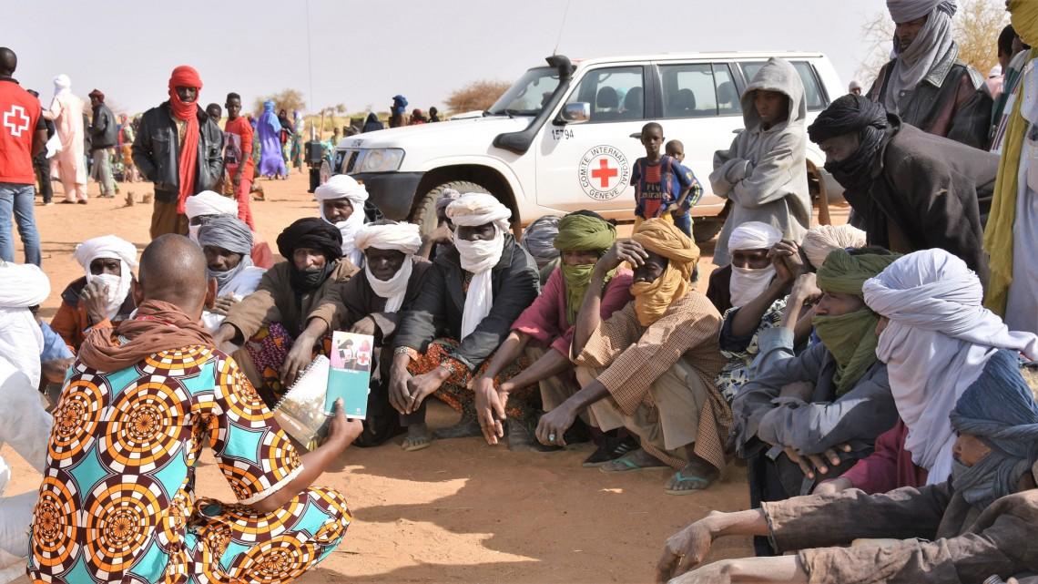 Entretien avec les personnes déplacées sur la mission du CICR.