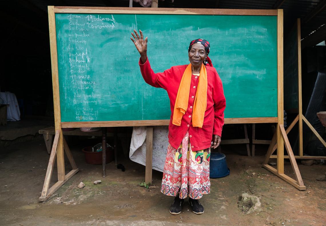"""埃德维热为了这些孩子不知疲倦,忙忙碌碌,她很自豪能帮助他们找到生活前进的道路:""""有一些孩子已经当上了律师、老师、工程师。残疾绝不是把人排斥在社会之外的借口。"""""""