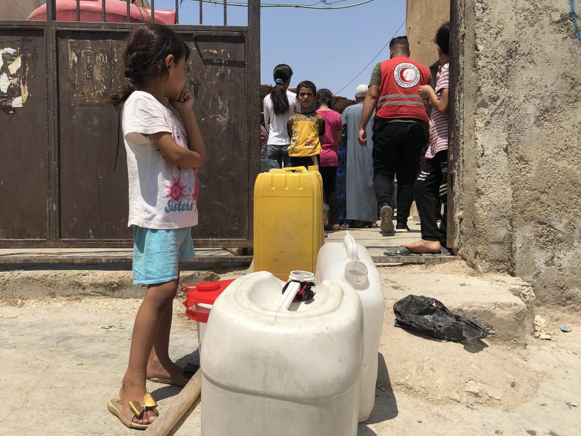 نقل جراكن المياه أصبحت مهمة يومية ومألوفة للأطفال في الحسكة.