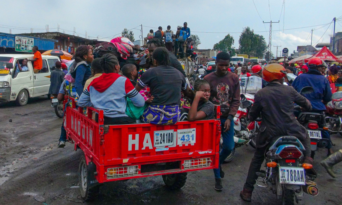 Fearing another eruption, thousands of people are fleeing the disaster of Goma.
