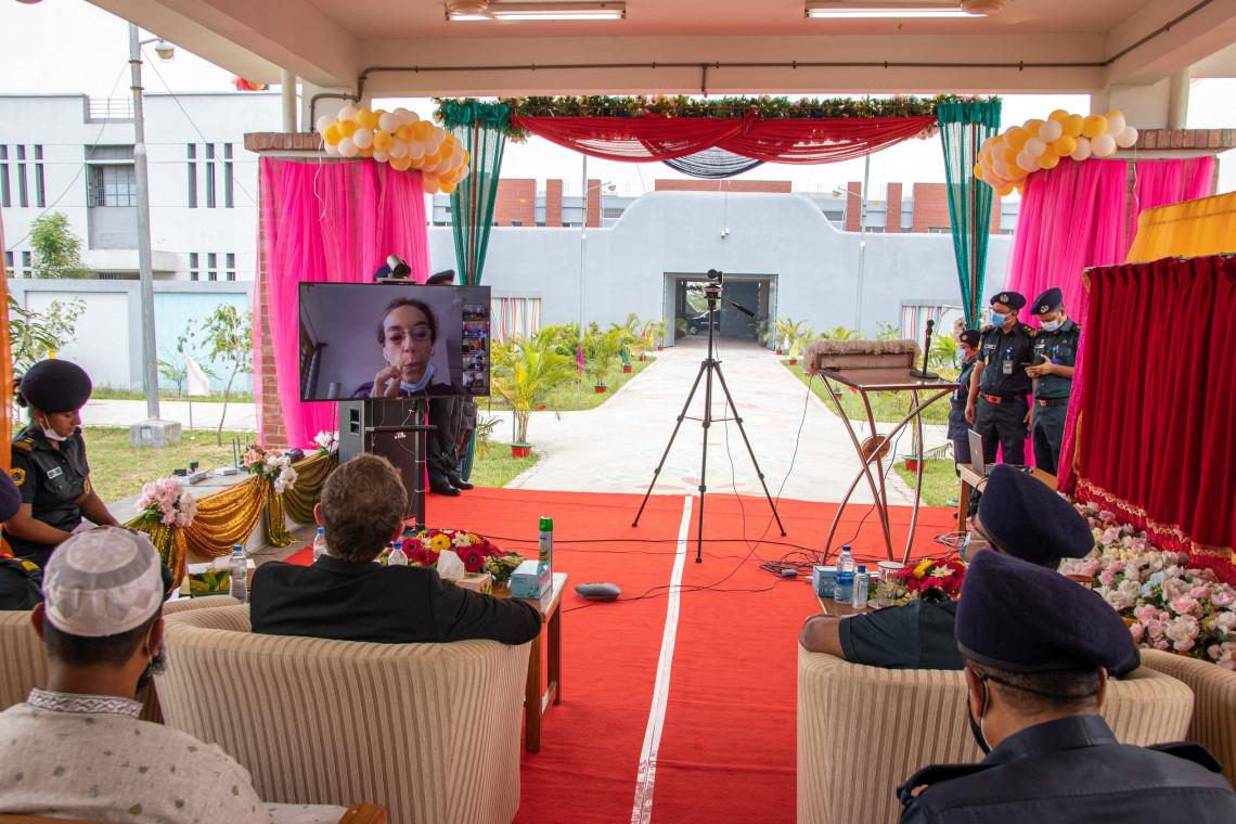Katja Lorenz, Leiterin der IKRK-Delegation in Bangladesch, nahm per Videokonferenz an der Einweihung teil und unterstrich die Bedeutung des Engagements des IKRK in den Gefängnissen des Landes. S. HOSSAIN/IKRK