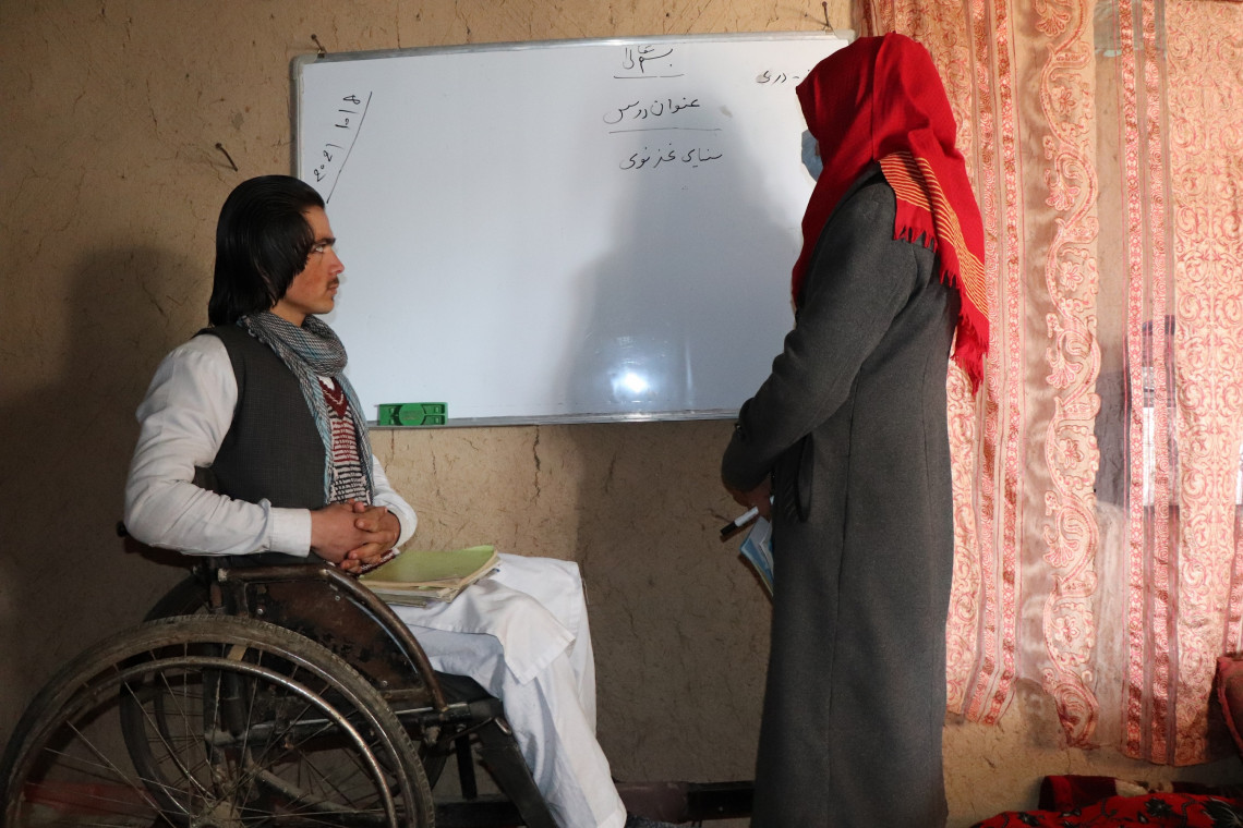 Mohammad Azam and his teacher in the middle of a class. Mohammad Masoud Samimi/ICRC