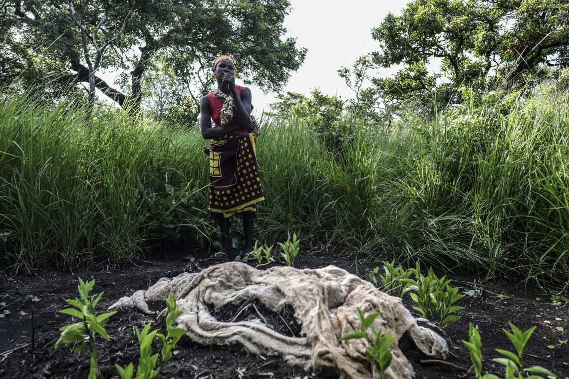 Amelia Joaquim stands in front of the grave of her father Mario who died in March 2019 when tropical Cyclone Idai made landfall in central Mozambique. Photo: Miora Rajaonary / Everyday Africa / ICRC