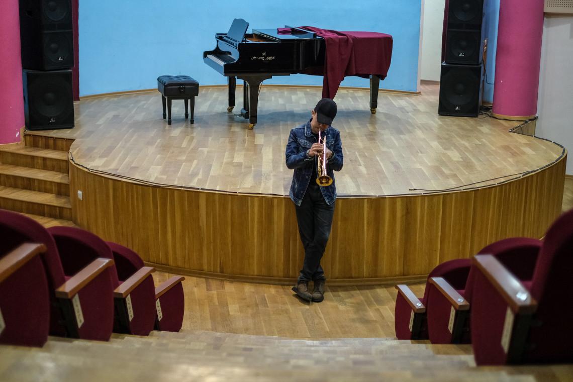 Vahagn at a rehearsal.