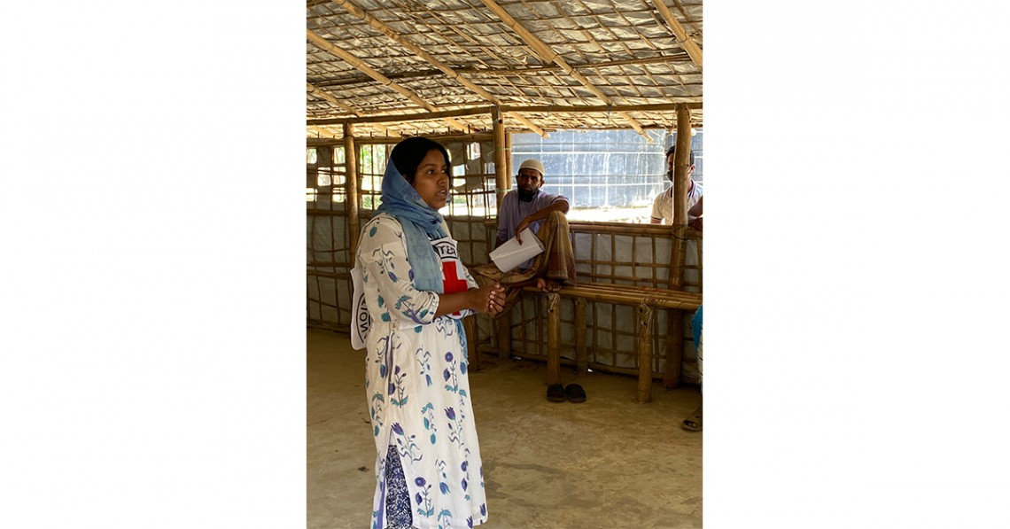 Sumi conducts hygiene promotion with the community leaders in Konarpara, along the No Man's Land where more than 600 displaced families from Rakhine reside. H MAGTRAYO/ICRC