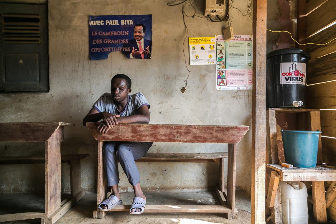 Pour soutenir le foyer dans ce moment difficile, le CICR et la Croix-Rouge nationale ont livré des stations de lavage des mains et des articles d'hygiène. Nous avons formé les enfants aux gestes barrières.