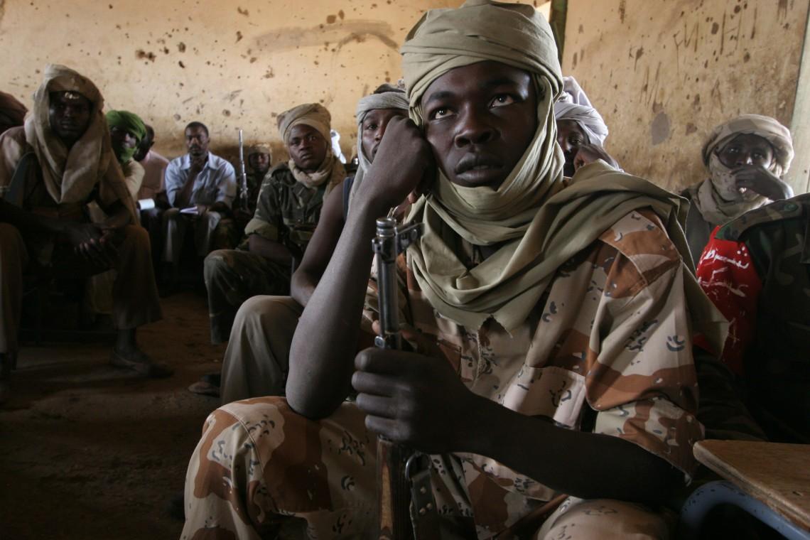 Судан, 2006. Бойцы Армии освобождения Судана во время презентации МККК по международному гуманитарному праву. (c) V-P-SD-E-01053 / Boris Heger / ICRC