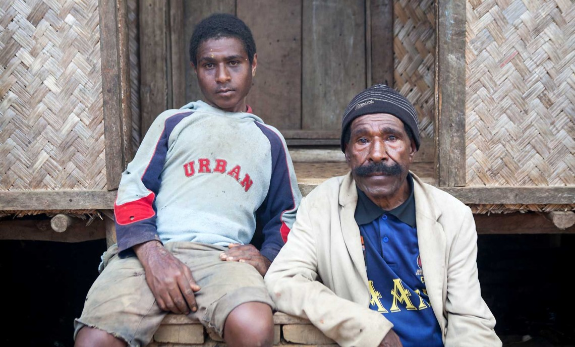 从长矛到半自动步枪:巴布亚新几内亚高地冲突以生命为代价