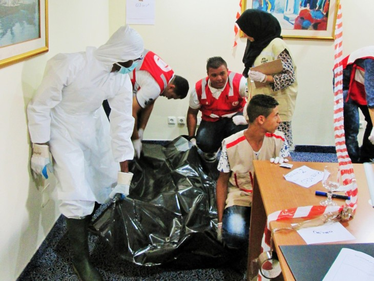 Libyan Red Crescent volunteers learn how to deal with dead bodies and how to protect themselves during this type of work.
