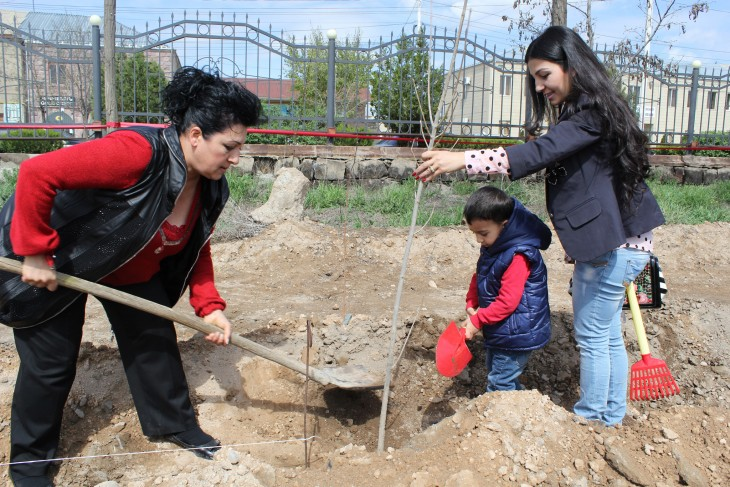 Families of missing persons recently gathered in the central park of Armavir to plant ash trees in memory of their loved ones – 41 people from Armavir Region who went missing in the early 1990s, during the Nagorny Karabakh conflict. The event was a tribute to missing persons who have no grave – not even a plaque where their families can go to remember them.