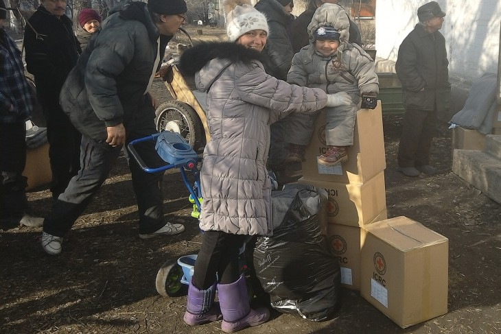 Novotoshkivka, Lugansk region, Ukraine, 18 March 2015. The ICRC distributes food, hygiene kits, blankets, plastic sheeting and other essential goods.