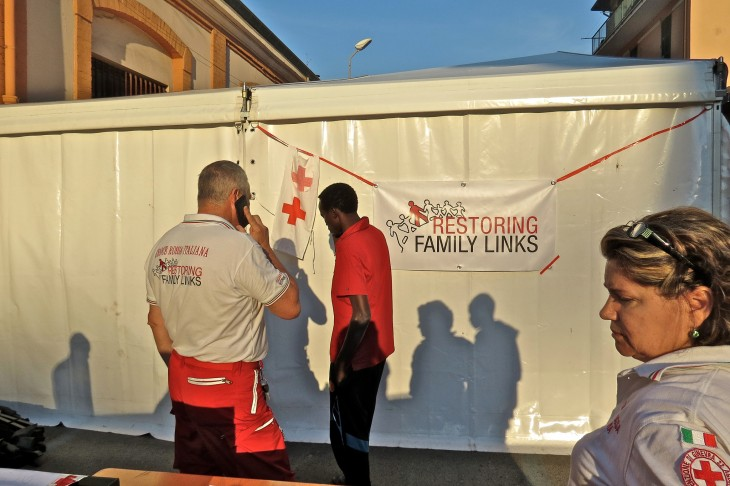 Like their French colleagues, Italian Red Cross workers have been making it possible for migrants to call their families back home, many of whom have been without news of them for weeks or months.