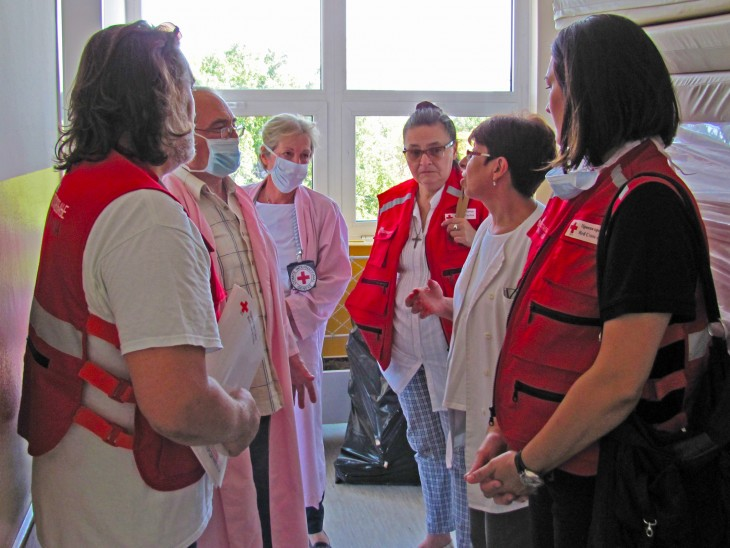 Subotica, Serbia. Hospital, ICRC and Serbian Red Cross personnel discuss how best to help Imtisal and her family.