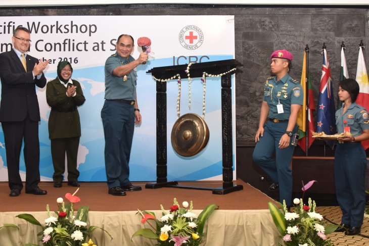 Amir Sjarifudin, deputy head of the Indonesian Navy, opened the workshop, with Christoph Sutter and Tri Rismaharini, the mayor of Surabaya.